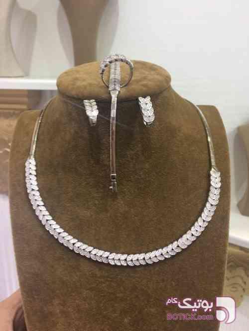 https://botick.com/product/102261-سرویس-نقره-گردنبند-گوشواره-دستبند-انگشتر