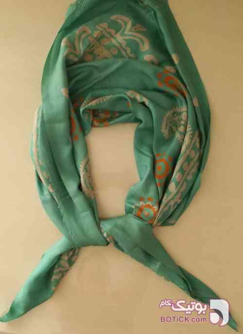روسری ابریشم چاپ با مهر سبز شال و روسری