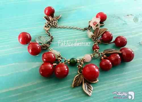 دستبند قرمز دستبند و پابند