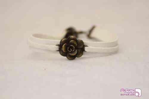https://botick.com/product/200530-دستبند-چرم-و-اشبالت--سفید-طرح-گل-رز