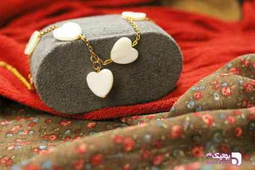 https://botick.com/product/230314-دستبند-ولنتاین-سنگ-صدفی-و-زنجیر-طرح-قلب-