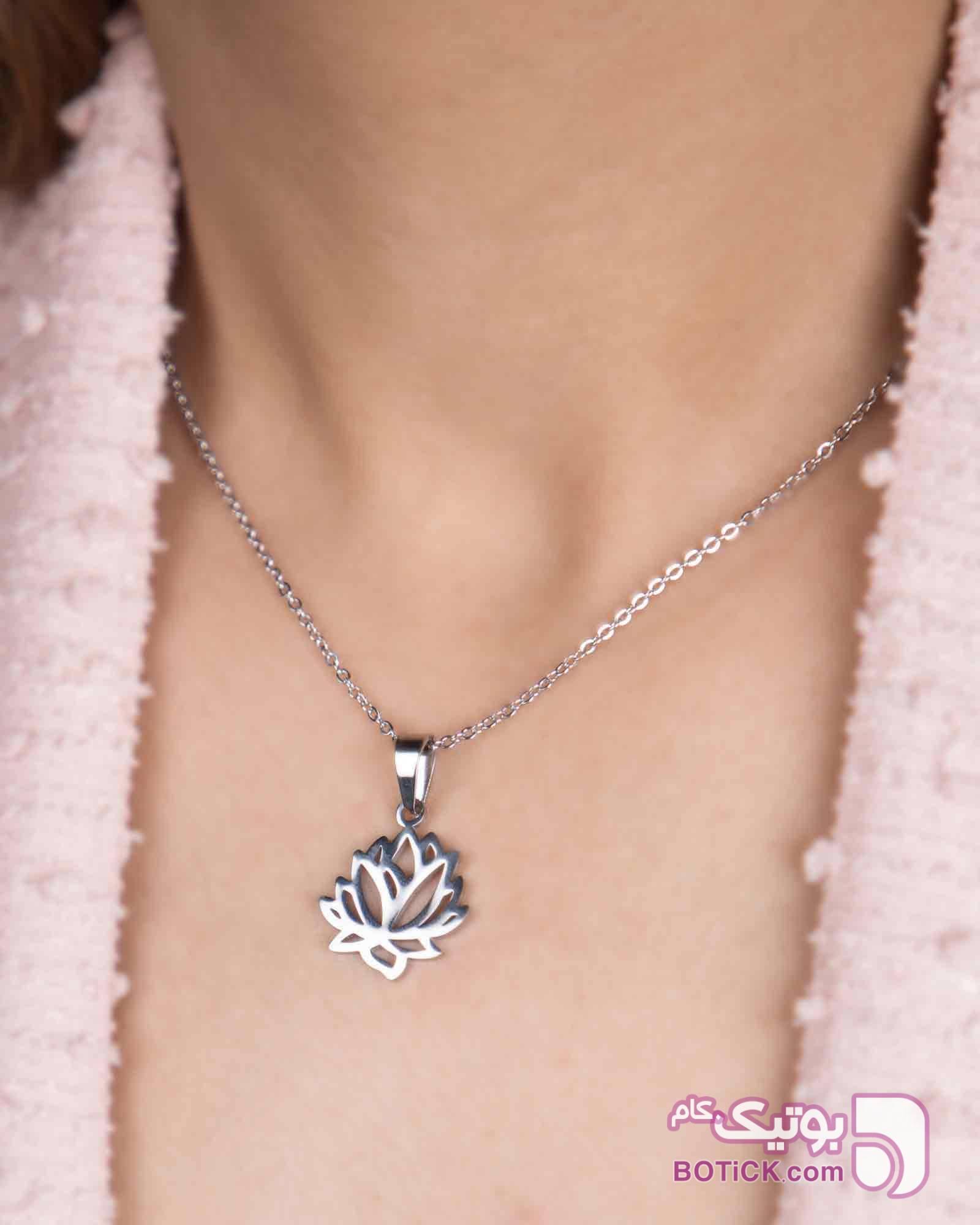 گردنبند استیل طرح گل نقره ای گردنبند
