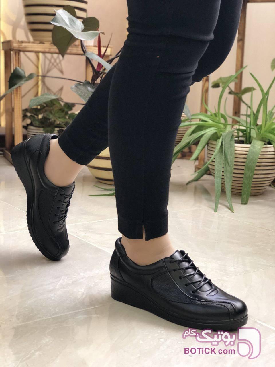طبی فوق العاده راحت جنس چرم صنعتی مشکی كفش زنانه