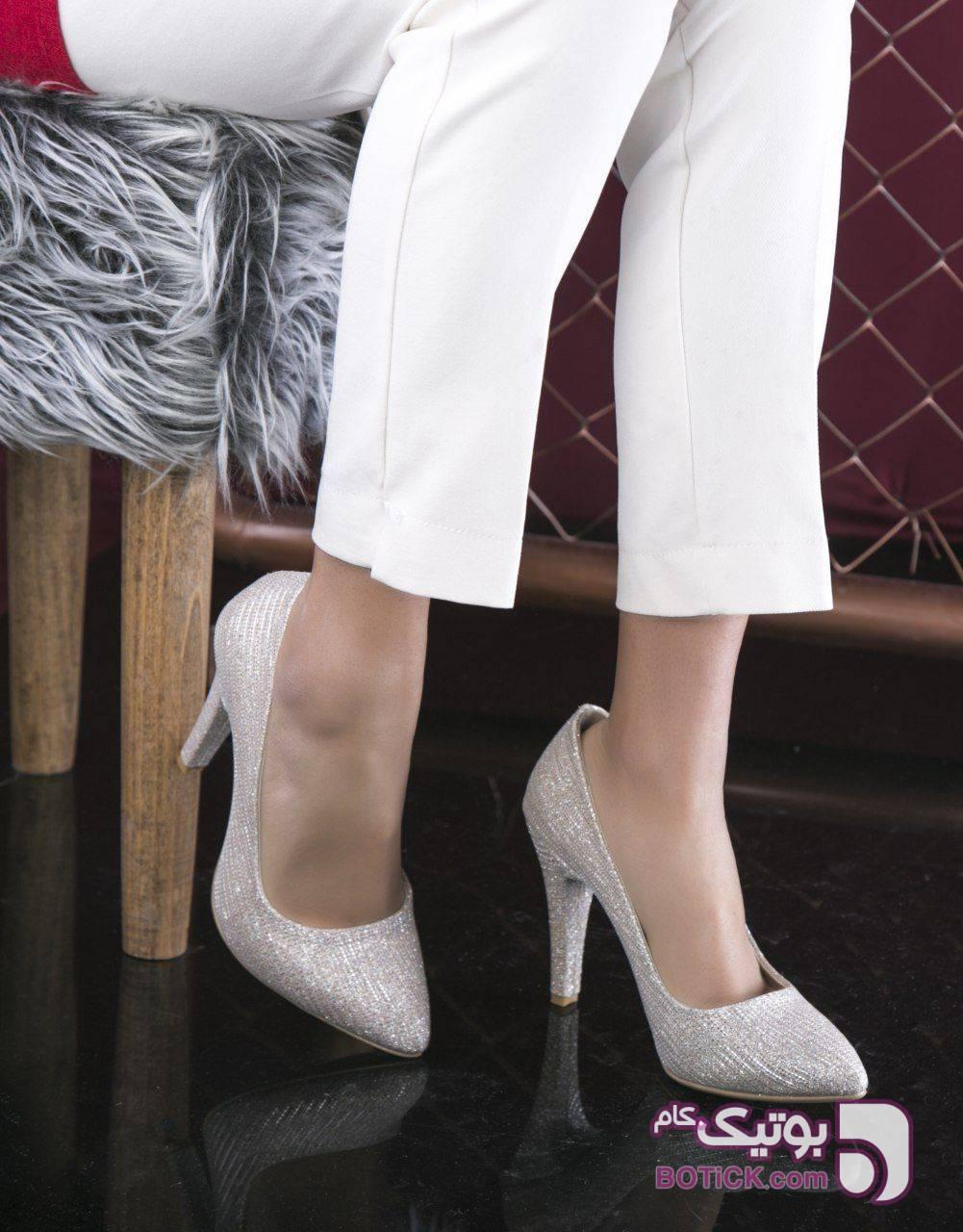 کفش کد ۷۳۹ قالب نیم بزرگ  باکیفیت مشکی كفش زنانه